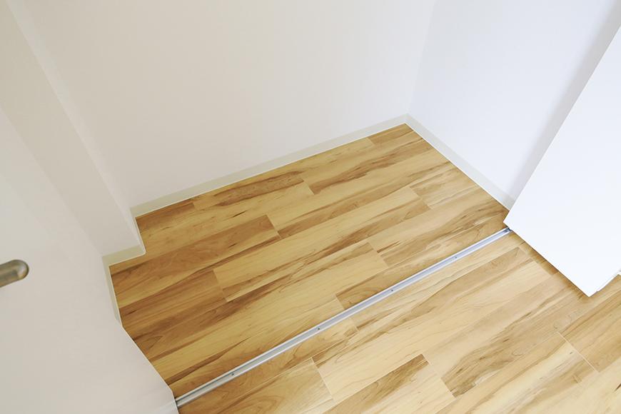 【TOMEI BASE】303号室_LDK_ベッドルームの収納_MG_2176