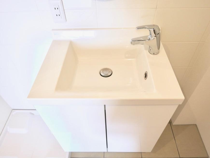 Room) AZUR JOSAI 4B   サニタリールーム。スクエア型のシックな洗面台。48