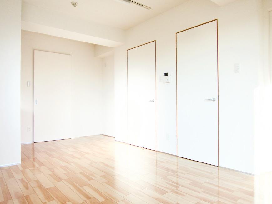 Room) AZUR JOSAI 4B  11帖のLDK 窓がたくさんあるお部屋。43