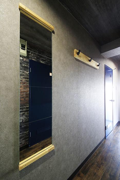 【シャンブルナルカワ】8A号室_廊下の姿見_MG_0469