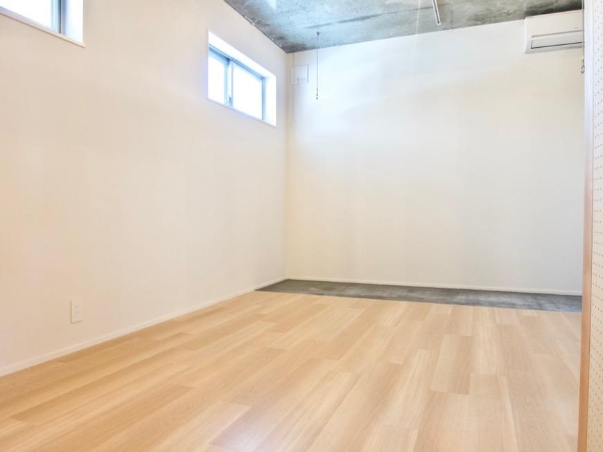 白壁ふたば荘 Atype 室内土間。箱の中のような隠れ家的空間。