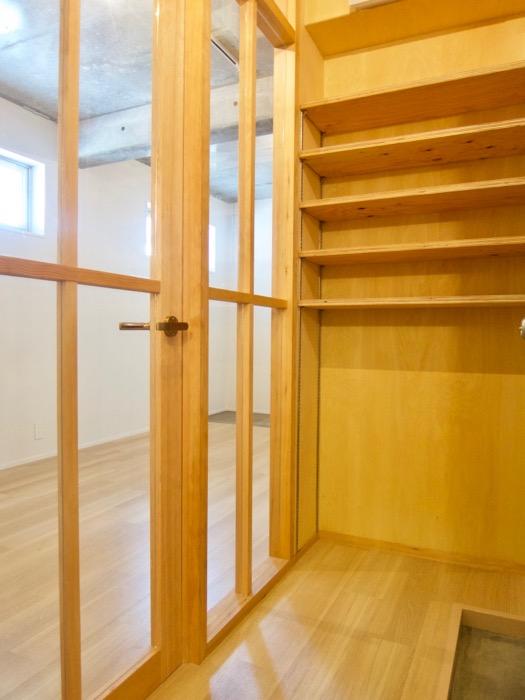 白壁ふたば荘 Atype 木のあたたかさを感じる玄関。
