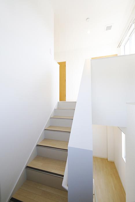 【ガレージハウスCUBE】A1_三階_階段・廊下_MG_8766