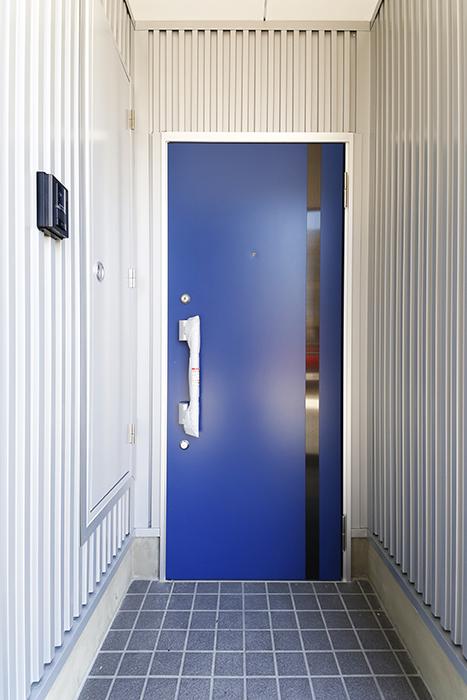 【ガレージハウスCUBE】A1_外観_玄関ドア_MG_7962