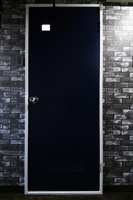 【シャンブルナルカワ】7A号室_水周りへのドア_MG_0907