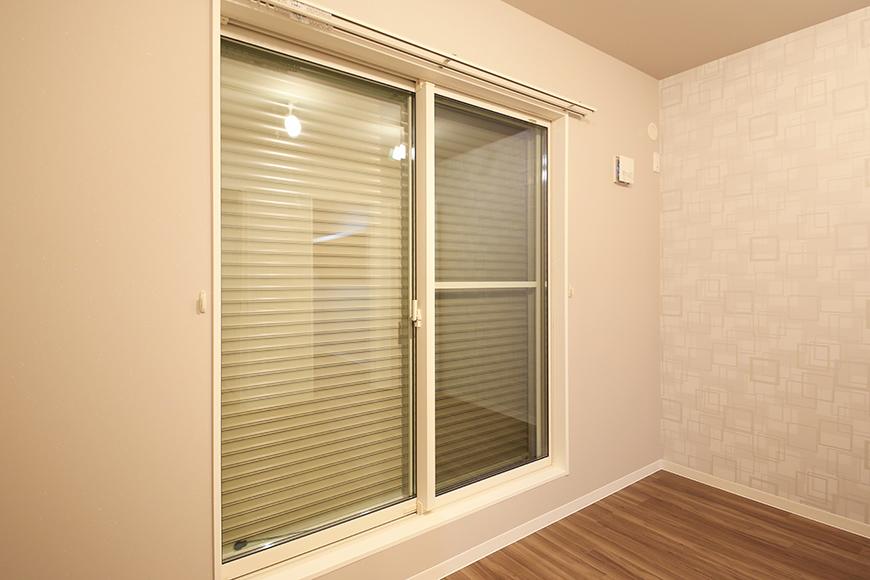 【ブランシェ・ア・ミュー】B号室_二階_セキュリティ_窓にはシャッター完備_MG_3129