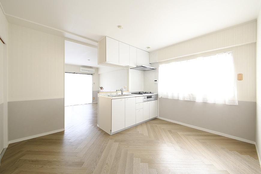 【キャッスル東栄】B棟_302号室_LDK_キッチン周り_窓からの光が眩い・・・_MG_2279