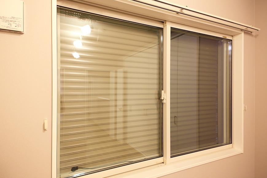 【ブランシェ・ア・ミュー】B号室_二階_セキュリティ_窓にはシャッター完備_MG_3125