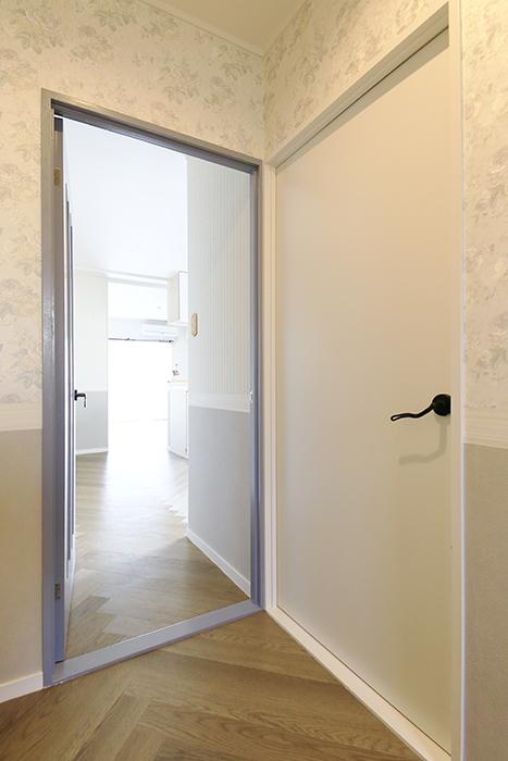 【キャッスル東栄】B棟_302号室_水周り_LDKへのドア_MG_2221