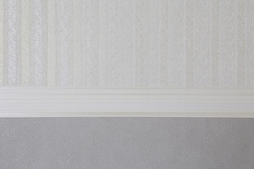【キャッスル東栄】B棟_302号室_LDK_リビング_シックな壁紙で落ち着く印象_MG_2520
