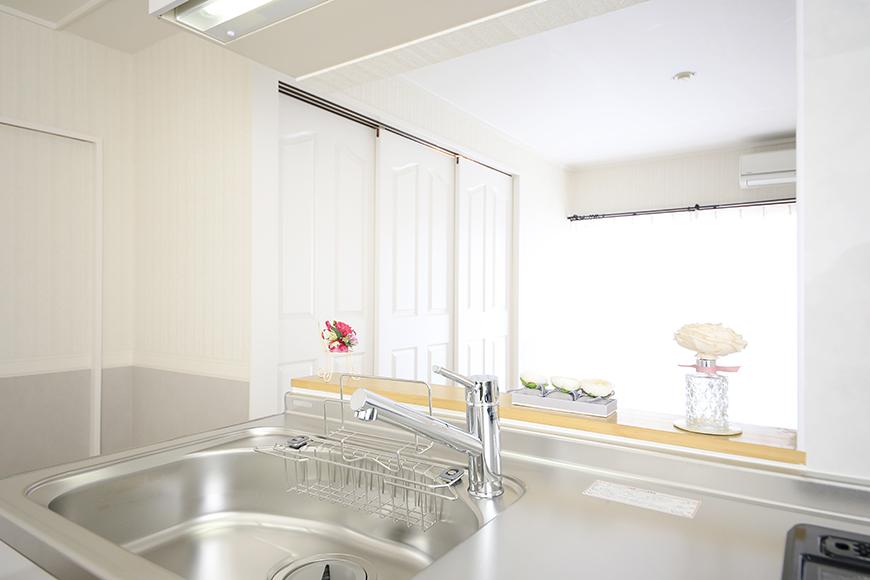【キャッスル東栄】B棟_302号室_LDK_キッチンからリビングへの眺め_MG_2357