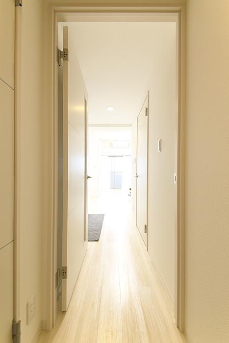 【ポルタニグラ】801号室_玄関からDKへ_MG_9124