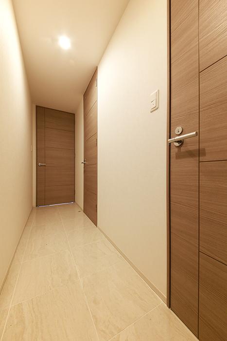 【リベルタカリーノ】301号室_玄関_廊下_MG_6391