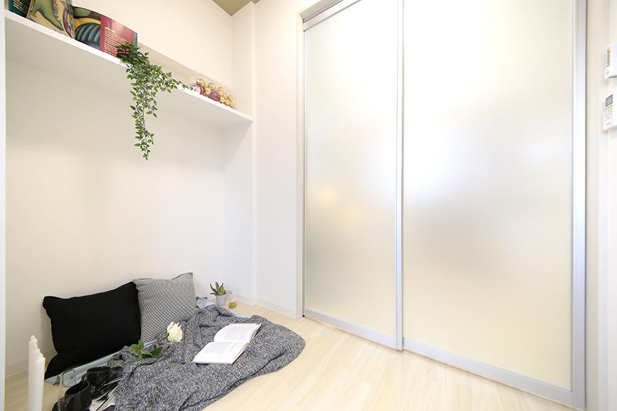 【ポルタニグラ】801号室_洋室_可動式仕切りドア_MG_9328