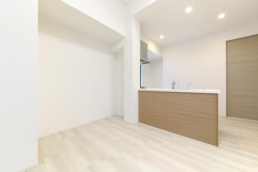 【リベルタカリーノ】301号室_LDK_キッチン周り_MG_6641