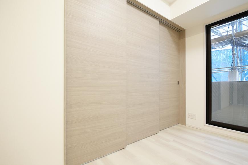 【リベルタカリーノ】301号室_洋室1とLDKの仕切り扉_MG_6727