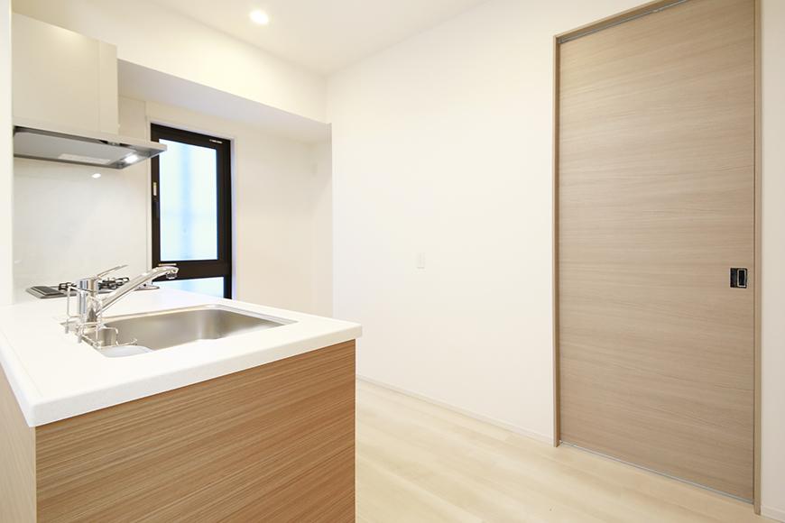 【リベルタカリーノ】301号室_LDK_キッチン周り_MG_6738