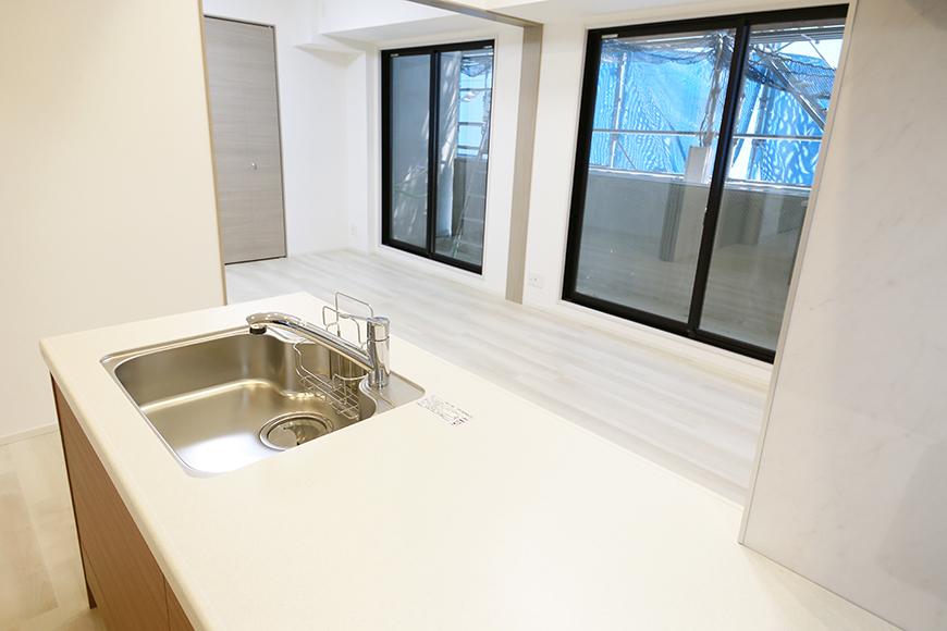 【リベルタカリーノ】301号室_LDK_キッチン周り_LDKや洋室への眺望_MG_6793