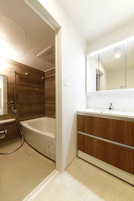 【リベルタカリーノ】301号室_水周り_洗面とバスルームMG_6525