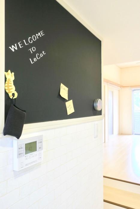 キッチンには黒板がありますよ。【Le Cat】猫の為の猫専用賃貸住宅。0