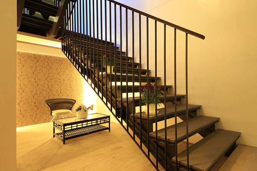 【FLATS GAZERY】1階_エントランス_階段下共有スペース・ラウンジ_MG_0216