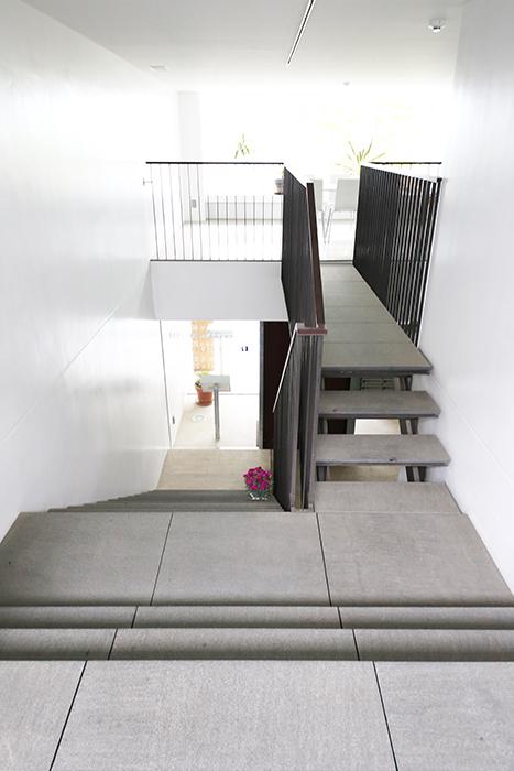 【FLATS GAZERY】1階~2階_階段踊り場_MG_9854