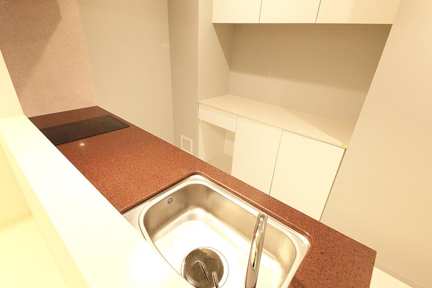 【FLATS GAZERY】401号室_リビングからキッチンの眺め_MG_0211