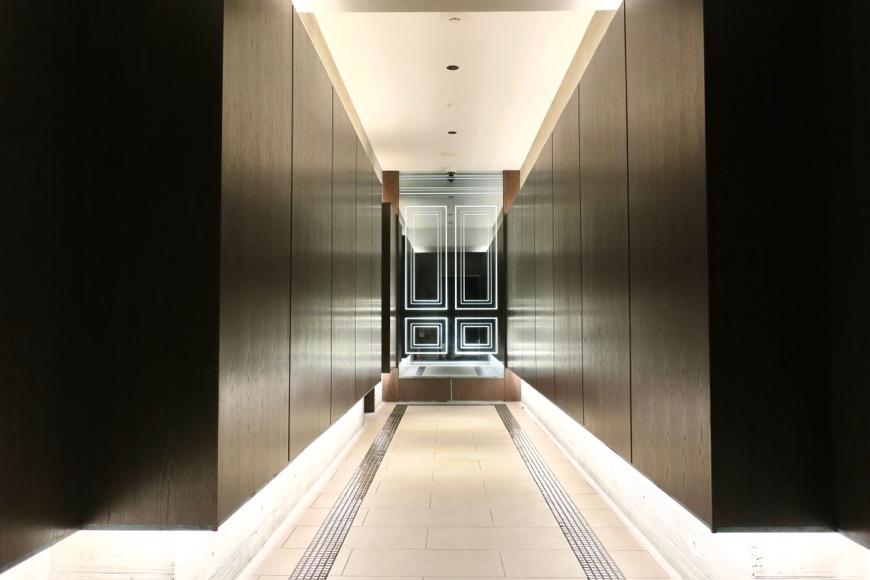 外観。エントランス奥のエレベーター通路。洗練されてます。N APARTMENT (N アパートメント)1