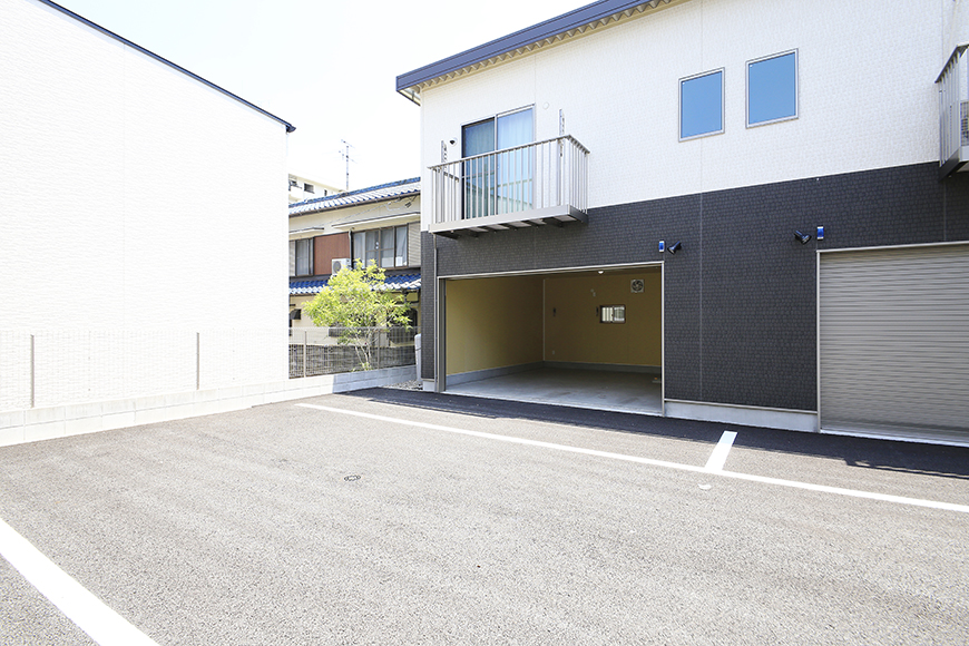 【J-Style枇杷島B棟】F号室_ガレージ外観_MG_3869