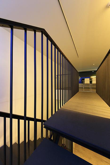 【FLATS GAZERY】2階_渡り廊下_MG_0271