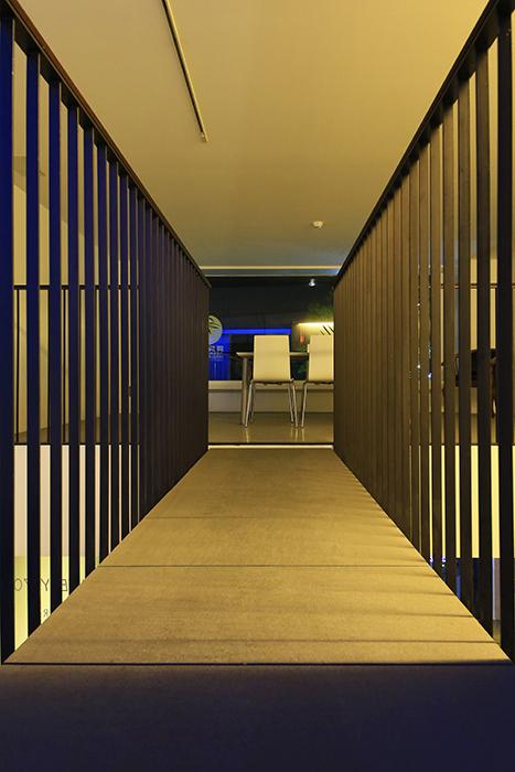 【FLATS GAZERY】2階_渡り廊下_MG_0268