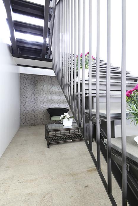 【FLATS GAZERY】1階_エントランス_階段下の共有スペース・ラウンジ_MG_8522