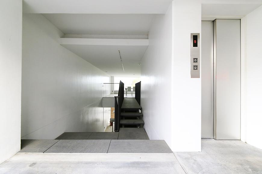 【FLATS GAZERY】2階_エレベータホール_MG_9790