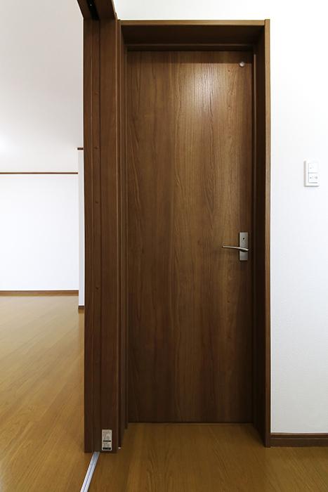 【J-Style枇杷島B棟】F号室_サニタリールーム(水周り)_トイレのドア_MG_4234