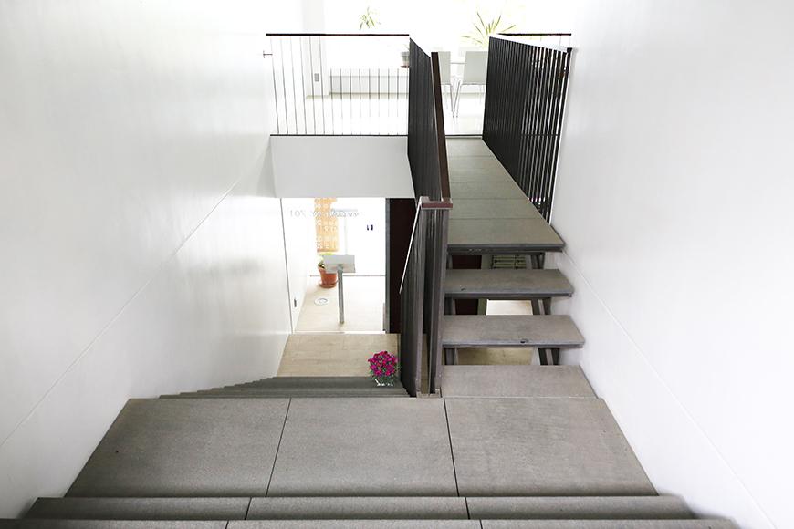 【FLATS GAZERY】1階~2階_階段踊り場_MG_9848