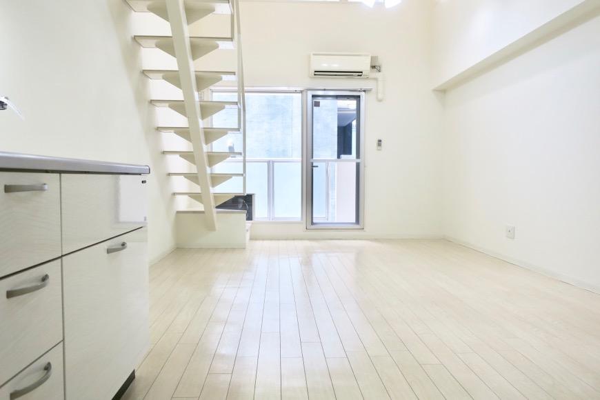 フレンチホワイトなお部屋。13.2帖のLDK。 MARUNOUCHI SQUARE (丸の内スクエア)0