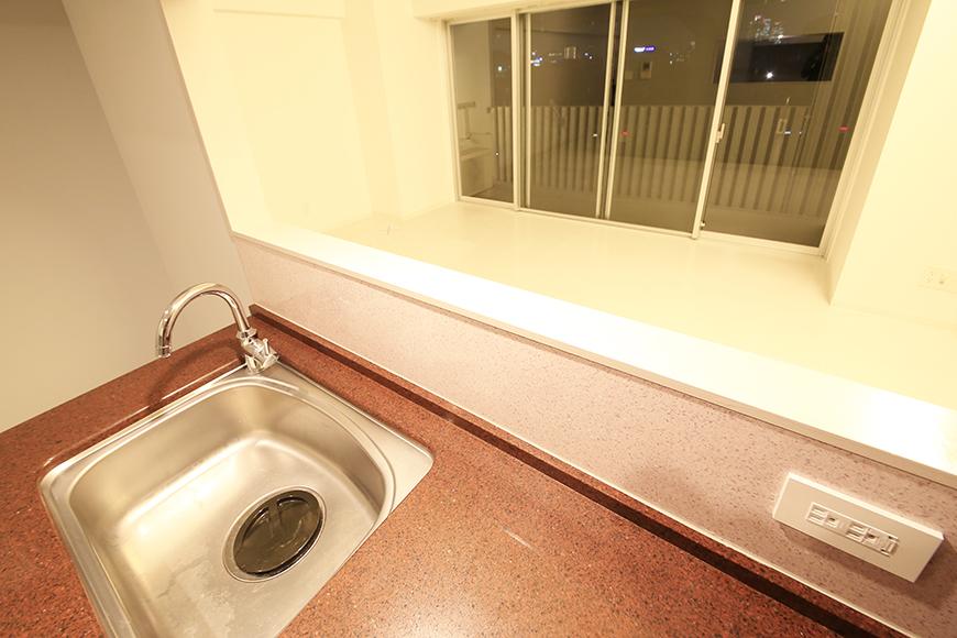 【FLATS GAZERY】401号室_キッチンからリビングの眺め_MG_0204