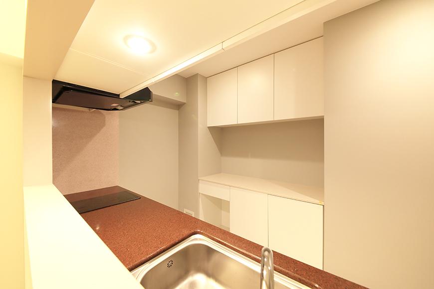 【FLATS GAZERY】401号室_リビングからキッチンの眺め_MG_0214