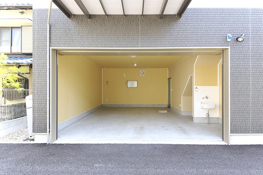 【J-Style枇杷島B棟】F号室_ガレージ外観_MG_3888