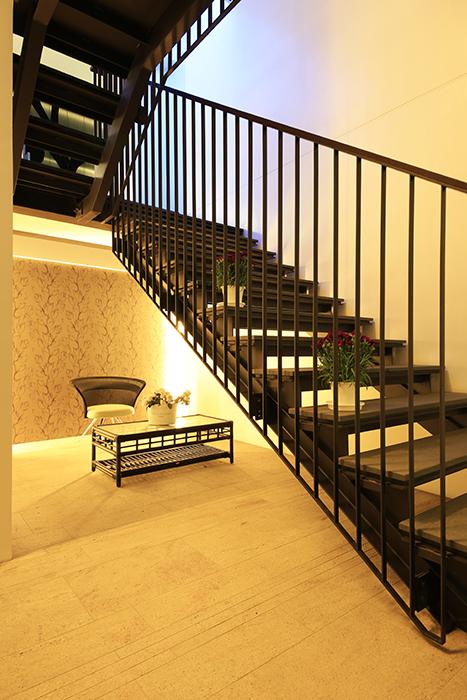 【FLATS GAZERY】1階_エントランス_階段下共有スペース_MG_0219