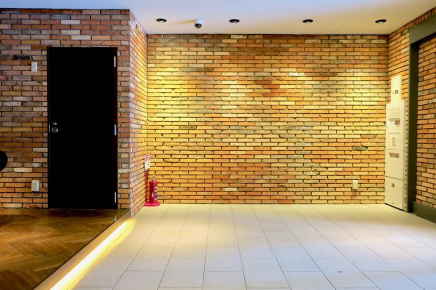 外観。N.Yモダン建築が凝縮された美しいエントランス。N APARTMENT (N アパートメント)4