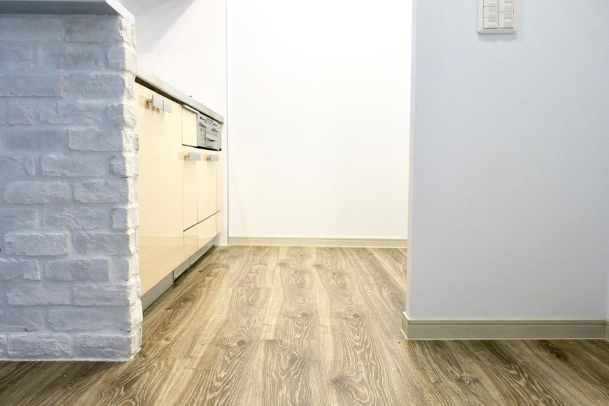 白いレンガがとってもお洒落なキッチン周り。N APARTMENT (N アパートメント)0