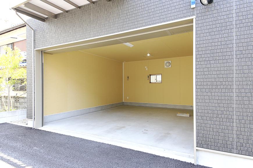 【J-Style枇杷島B棟】F号室_ガレージ外観_MG_3898