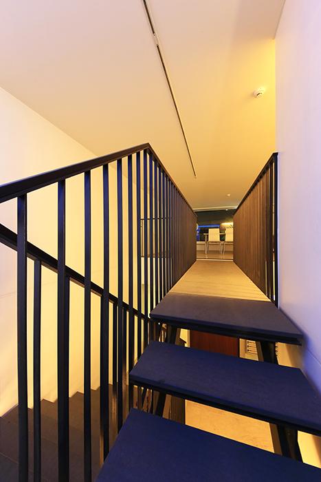 【FLATS GAZERY】1階~2階_階段踊り場_MG_0265
