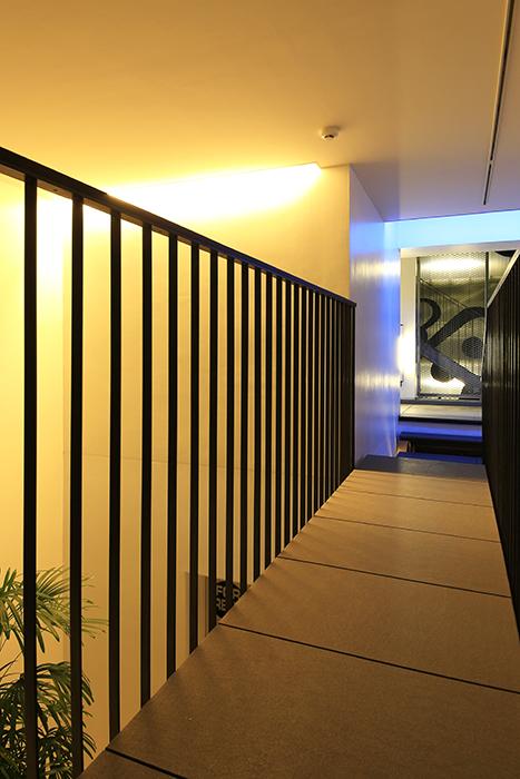 【FLATS GAZERY】2階_渡り廊下_MG_0297
