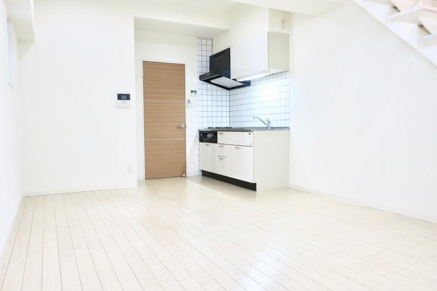 フレンチホワイトのお部屋。柔らかい雰囲気が癒されます。13.2帖のLDK。 MARUNOUCHI SQUARE (丸の内スクエア)0