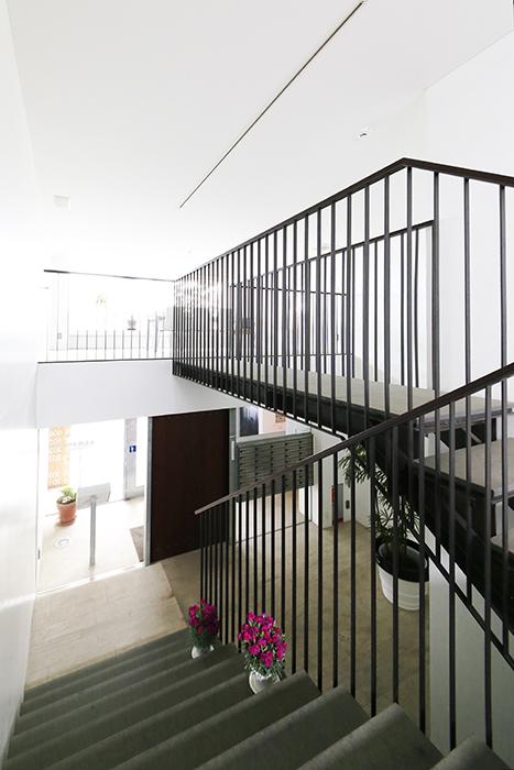【FLATS GAZERY】1階~2階_階段踊り場_MG_9858