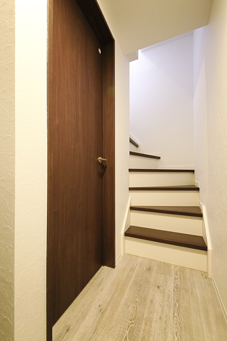 【アンペルハイム本星崎】1A号室_玄関から水周りへ_MG_6615