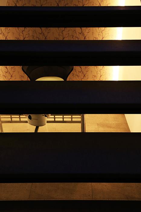 【FLATS GAZERY】1階_エントランス_階段_MG_0386