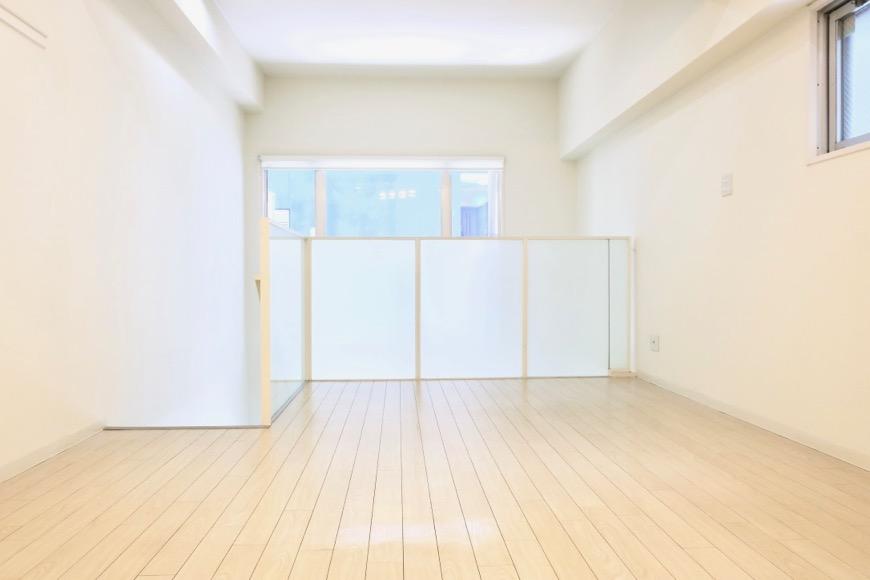 フレンチホワイトが広がる柔らかい洋間11.5帖。MARUNOUCHI SQUARE (丸の内スクエア)7